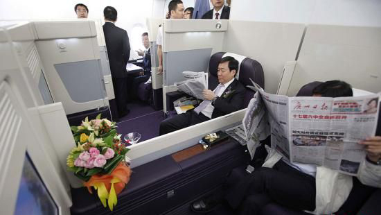 从上海飞北京的首个航班的各等级舱位机票全部售罄.