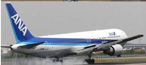 上海虹桥到东京机票:http://www.kuaida.net/guojijipiao/ 联系电话:0755-8888 2222 东京羽田机场和上海虹桥机场之间的定期客运航线正式开通。29日上午两架满载乘客的全日空和日本航空班机先后飞往上海。     由于羽田和虹桥两个机场都与各自市中心相距不远,与国际航线通常使用的东京成田机场和上海浦东机场相比,单程可以节省约两个小时。 新航线每天4个往返,中国方面由东方航空公司和上海航空公司执飞。 据悉,上海虹桥到东京机票供应平稳,满仓率到100%,目前该航线特价打折